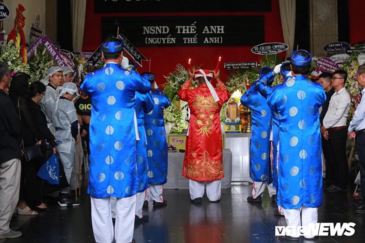 Vo NSND The Anh dau long phut tien dua chong