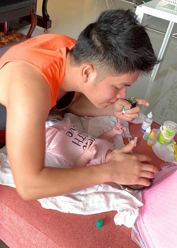 Chong tre Le Phuong cung con gai moi sinh nhu trung mong-Hinh-4