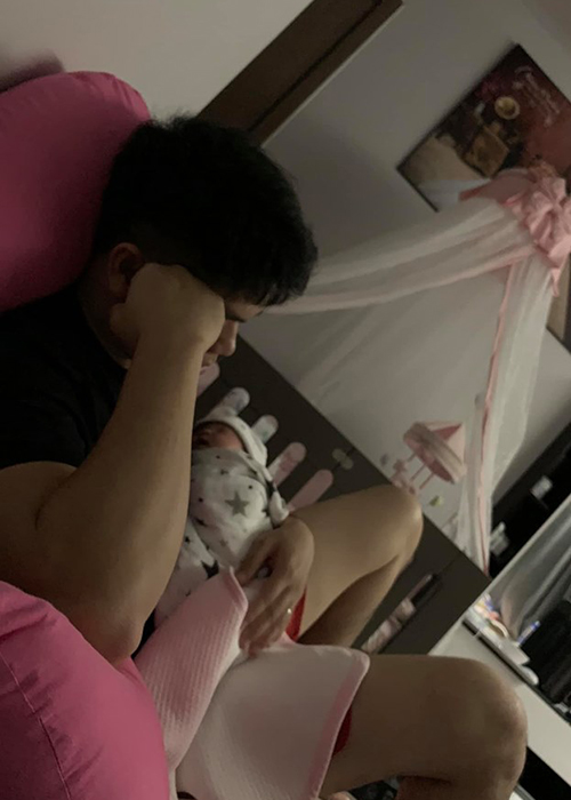 Chong tre Le Phuong cung con gai moi sinh nhu trung mong-Hinh-6