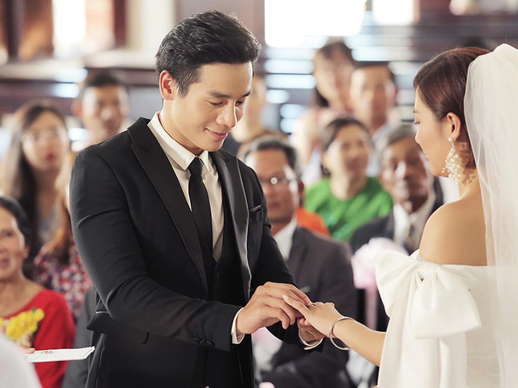 Van Mai Huong gay soc voi nu hon dong tinh trong MV moi-Hinh-10
