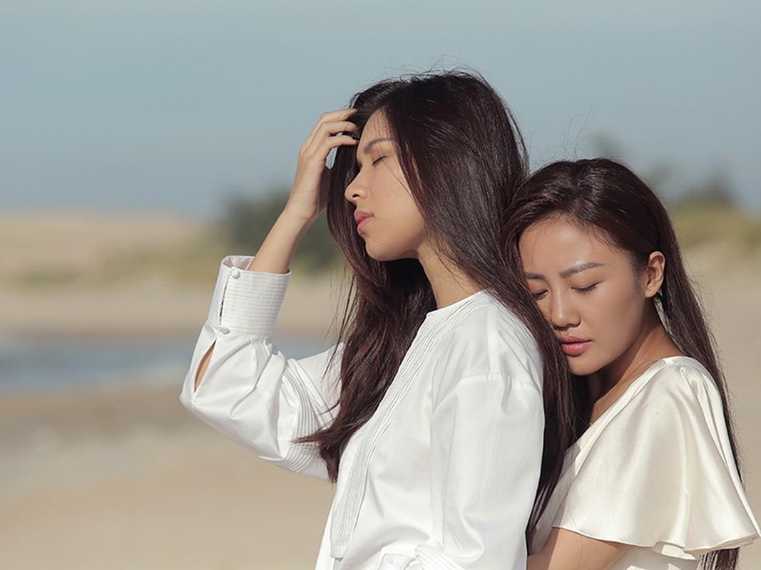 Van Mai Huong gay soc voi nu hon dong tinh trong MV moi-Hinh-3