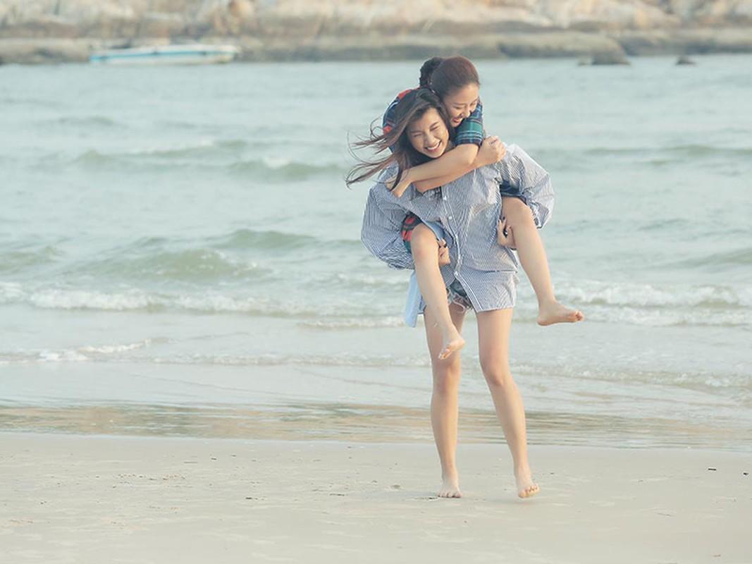 Van Mai Huong gay soc voi nu hon dong tinh trong MV moi-Hinh-5