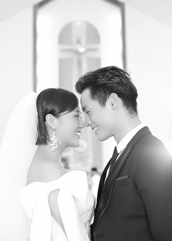 Van Mai Huong gay soc voi nu hon dong tinh trong MV moi-Hinh-9
