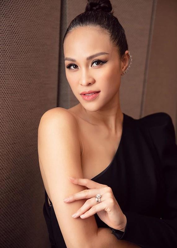 Sinh mo chua tron thang, MC Phuong Mai thon gon, goi cam den khong ngo-Hinh-3