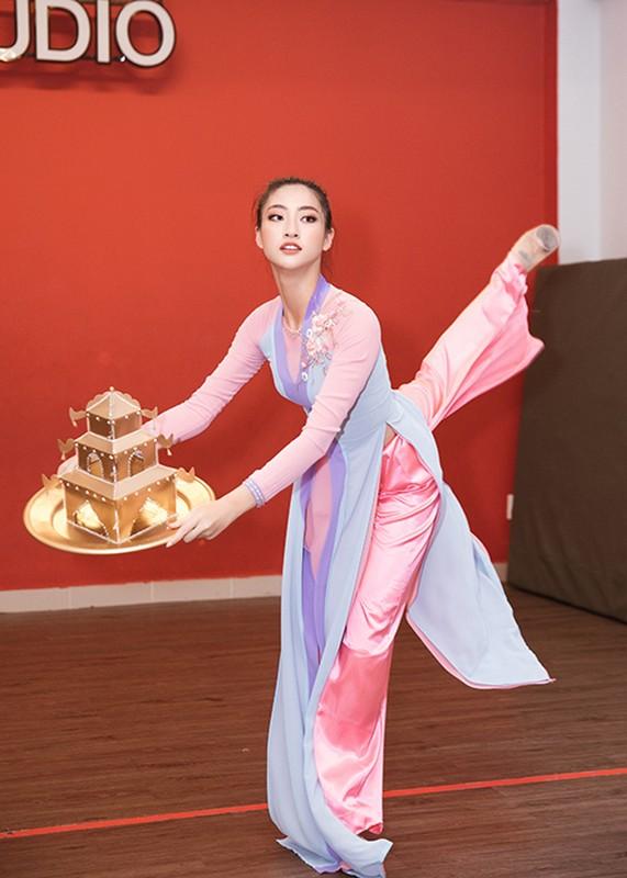 Luong Thuy Linh bam dap khi luyen mua mam mang den Miss World-Hinh-10