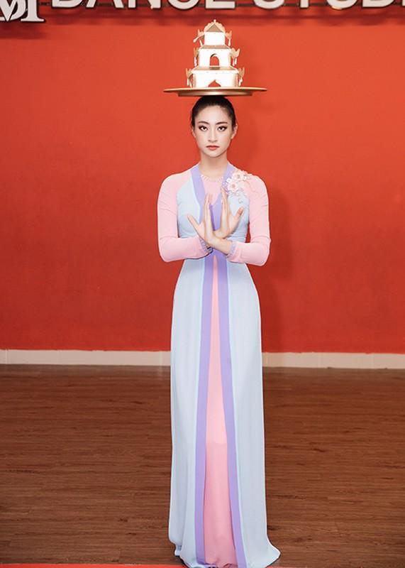 Luong Thuy Linh bam dap khi luyen mua mam mang den Miss World-Hinh-14