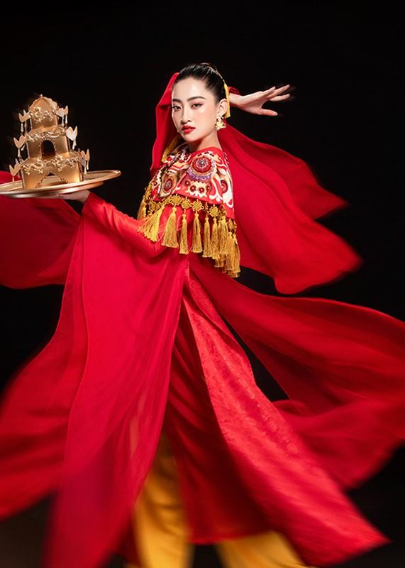 Luong Thuy Linh bam dap khi luyen mua mam mang den Miss World-Hinh-3