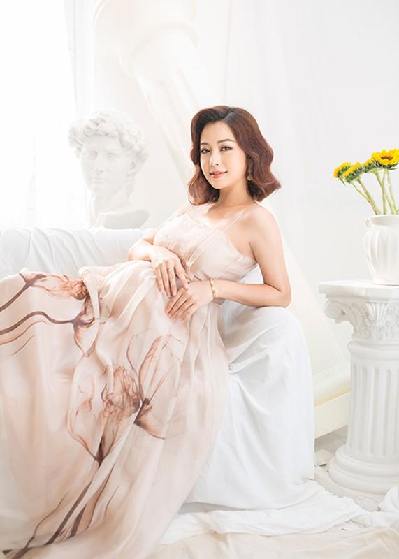 Jennifer Pham se sinh con thu 4 o VN, duoc me chong cham soc