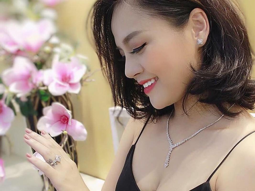 """""""My Soi"""" Thu Quynh ngay cang goi cam sau 4 nam ly hon Chi Nhan-Hinh-13"""
