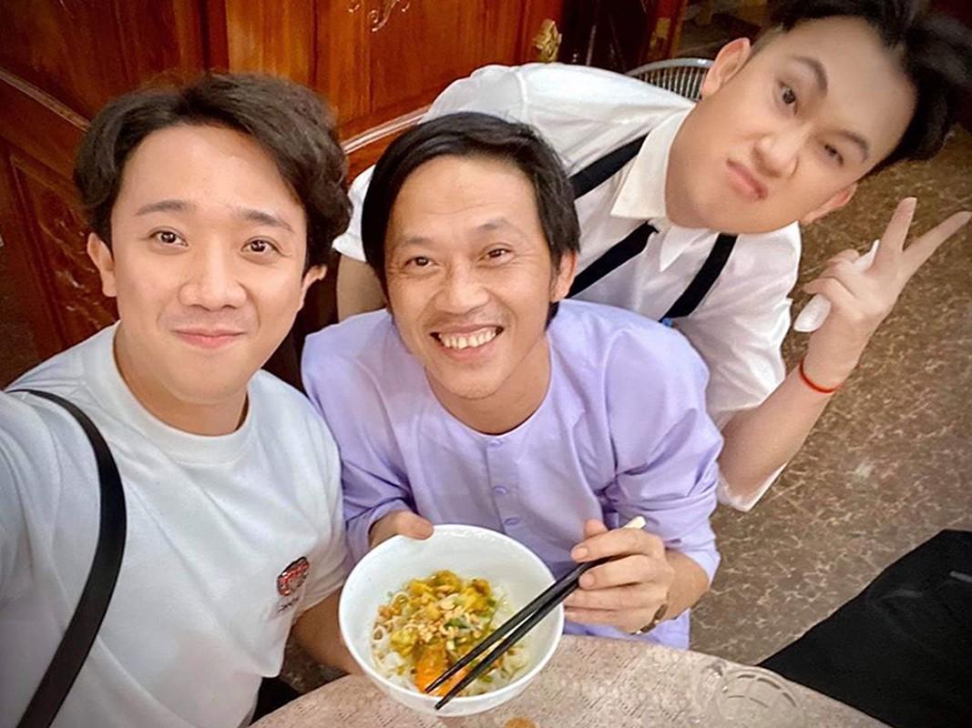 Hoai Linh don sinh nhat gian di ben con trai, dong nghiep