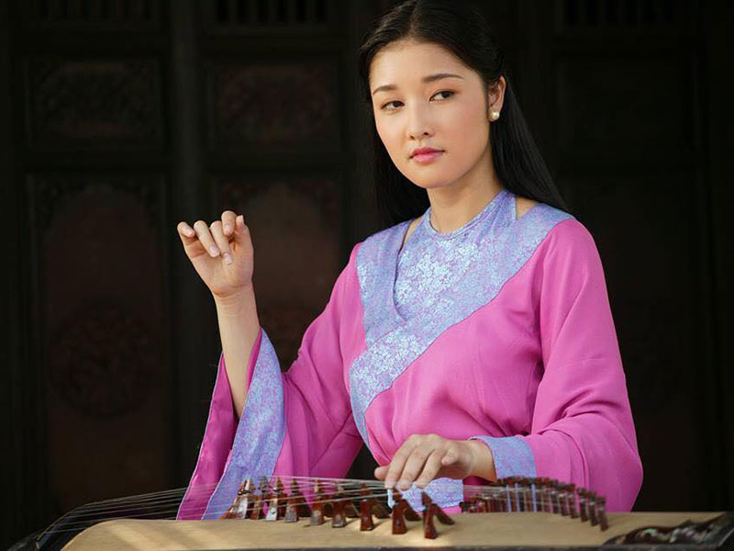 So phan trai nguoc cua 2 hoa hau nguoi dan toc thieu so: H'hen Nie - Trieu Thi Ha-Hinh-4