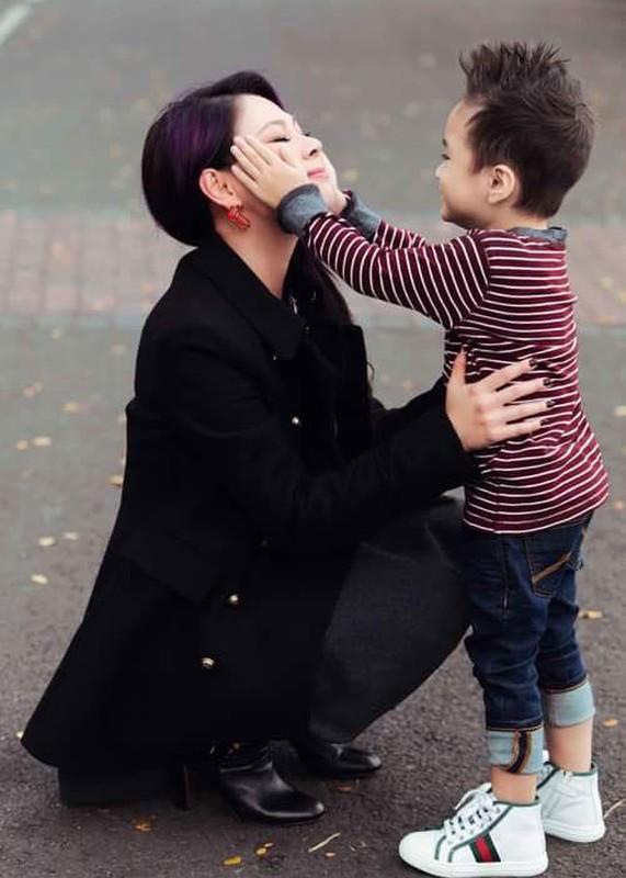 Duoc ca si Thanh Thao nhan nuoi, con trai Ngo Kien Huy gio ra sao?-Hinh-4