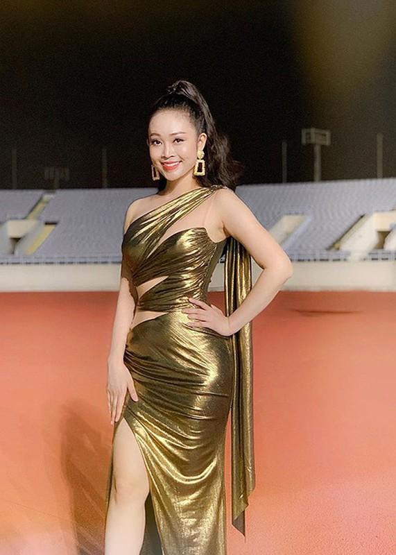MC Thuy Linh - Thanh Huong dong hai Tet 2020: Ai goi cam hon?-Hinh-11