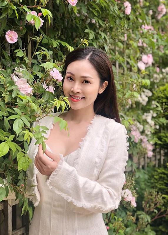 MC Thuy Linh - Thanh Huong dong hai Tet 2020: Ai goi cam hon?-Hinh-13