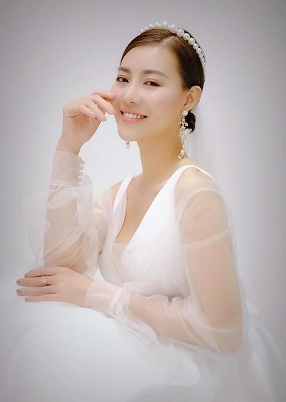 MC Thuy Linh - Thanh Huong dong hai Tet 2020: Ai goi cam hon?-Hinh-6