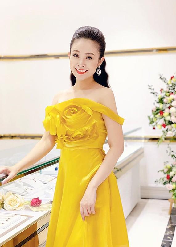 MC Thuy Linh - Thanh Huong dong hai Tet 2020: Ai goi cam hon?-Hinh-8