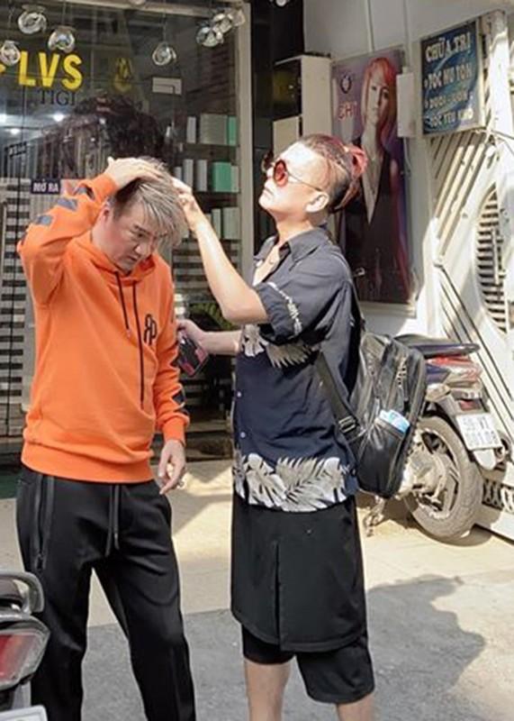 Dam Vinh Hung gap tai nan san khau bi rach da dau-Hinh-7