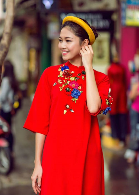 Ngam my nhan Viet dien ao dai do, don may man dau nam-Hinh-6