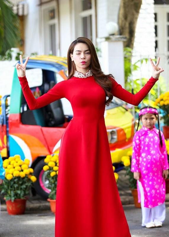 Ngam my nhan Viet dien ao dai do, don may man dau nam-Hinh-8