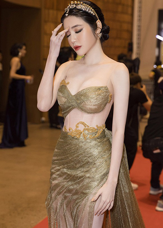 Elly Tran dang status tam trang sau su co nga quy tren tham do-Hinh-2