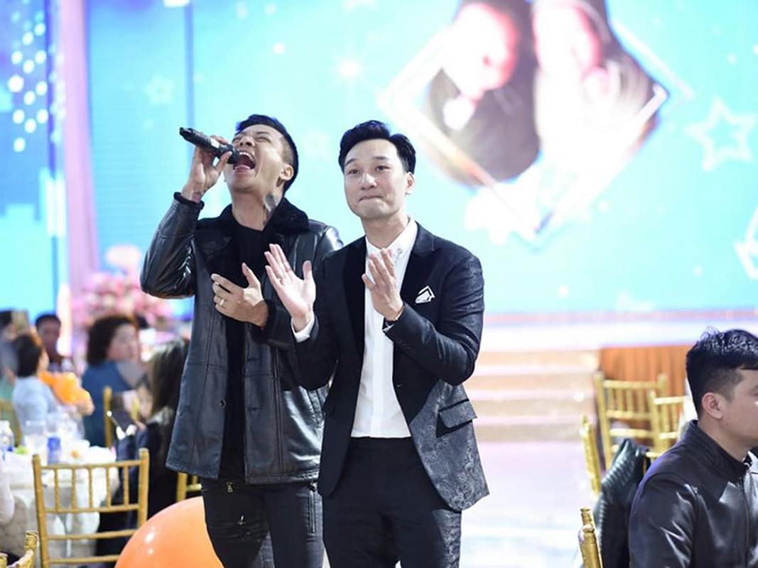 MC Thanh Trung mo tiec day thang cho cap quy tu sinh doi-Hinh-11