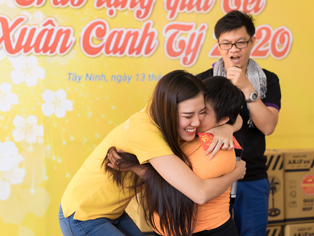 Hoa hau Khanh Van bi giuc lay chong khi di tu thien-Hinh-9