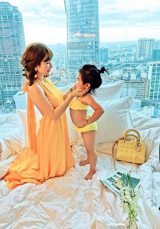 Hot girl khien Minh Nhua tu tu de niu keo de 2 con van dep nhu thieu nu-Hinh-6