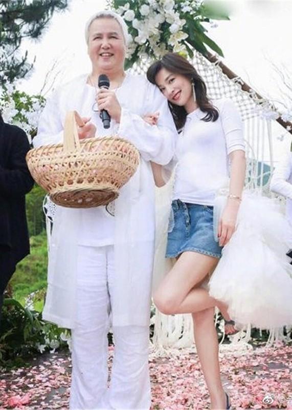 """Hon nhan cua my nhan """"Vo Tac Thien"""" gop 2,9 trieu USD chong dich Corona-Hinh-10"""