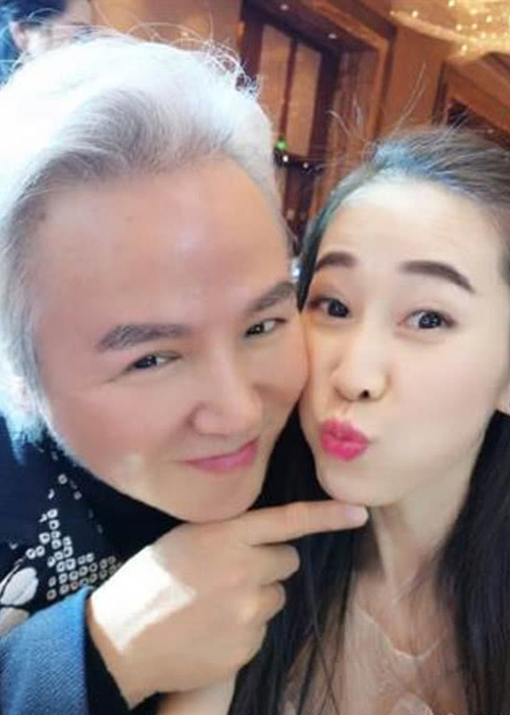 """Hon nhan cua my nhan """"Vo Tac Thien"""" gop 2,9 trieu USD chong dich Corona-Hinh-9"""