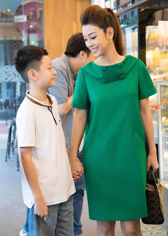 Cuoc song cua con trai Quang Dung - Jennifer Pham sau khi bo me ly hon-Hinh-11