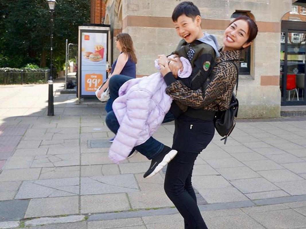 Cuoc song cua con trai Quang Dung - Jennifer Pham sau khi bo me ly hon-Hinh-12