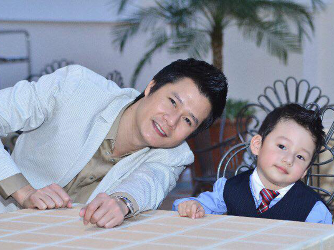 Cuoc song cua con trai Quang Dung - Jennifer Pham sau khi bo me ly hon