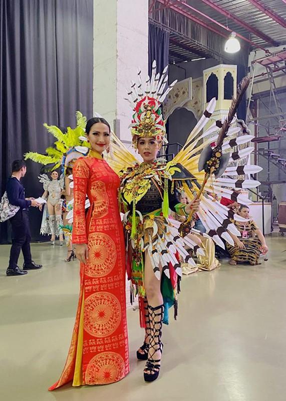 Hoai Sa lo ve gay go tai Hoa hau Chuyen gioi Quoc te 2020-Hinh-9