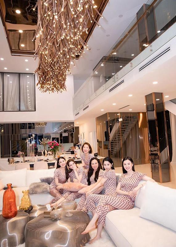 Ngoc Trinh tung bung mo tiec pyjama o can nha 24 ty-Hinh-4