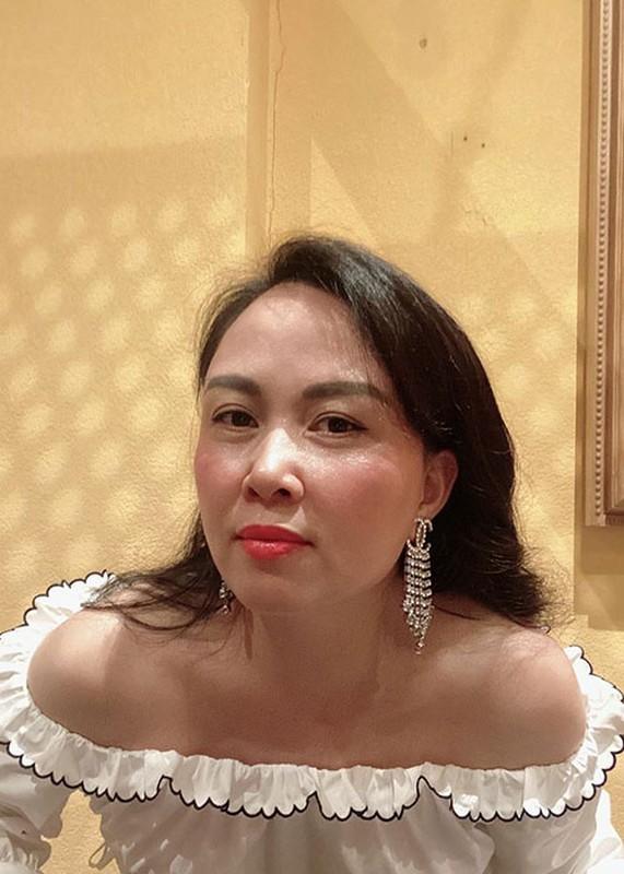 "Soi nhan sac ""du dung"" cua doanh nhan hen ho Quach Ngoc Ngoan-Hinh-2"