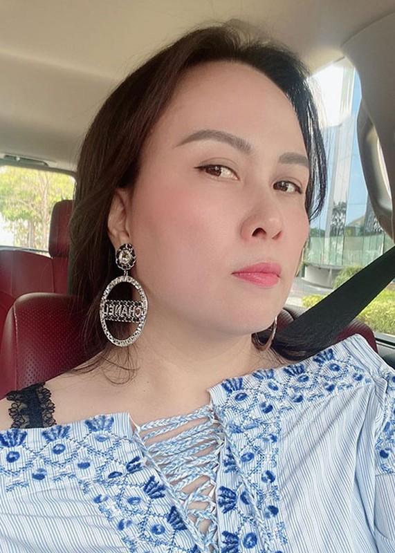 "Soi nhan sac ""du dung"" cua doanh nhan hen ho Quach Ngoc Ngoan-Hinh-4"