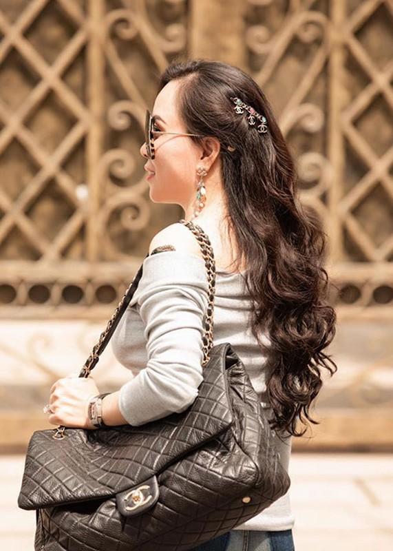 "Soi nhan sac ""du dung"" cua doanh nhan hen ho Quach Ngoc Ngoan-Hinh-9"
