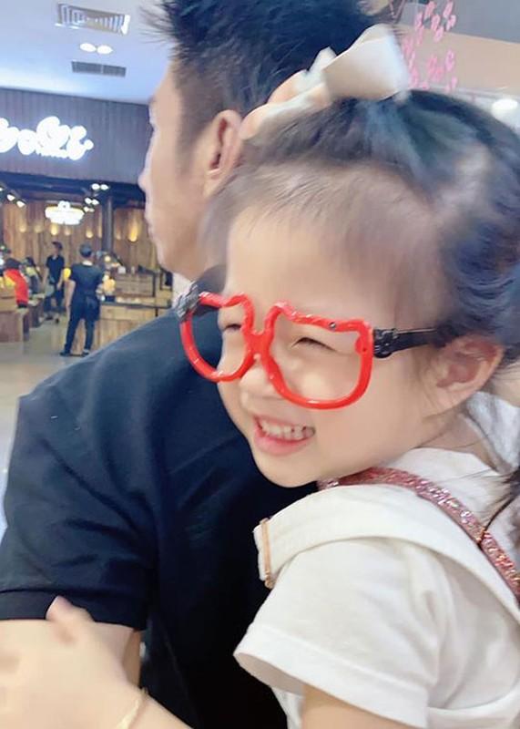 Soi hon nhan cua Diem Trang ben chong dai gia o lai Ba Lan vi Covid-19-Hinh-11