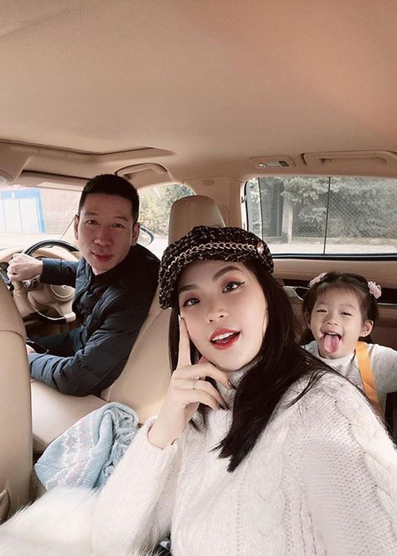 Soi hon nhan cua Diem Trang ben chong dai gia o lai Ba Lan vi Covid-19-Hinh-12