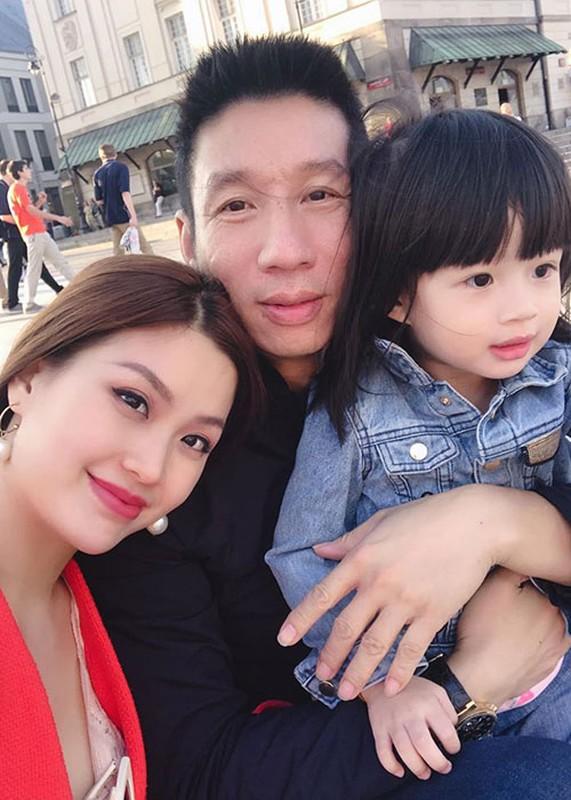 Soi hon nhan cua Diem Trang ben chong dai gia o lai Ba Lan vi Covid-19-Hinh-13