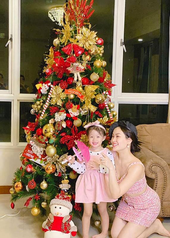 Soi hon nhan cua Diem Trang ben chong dai gia o lai Ba Lan vi Covid-19-Hinh-5