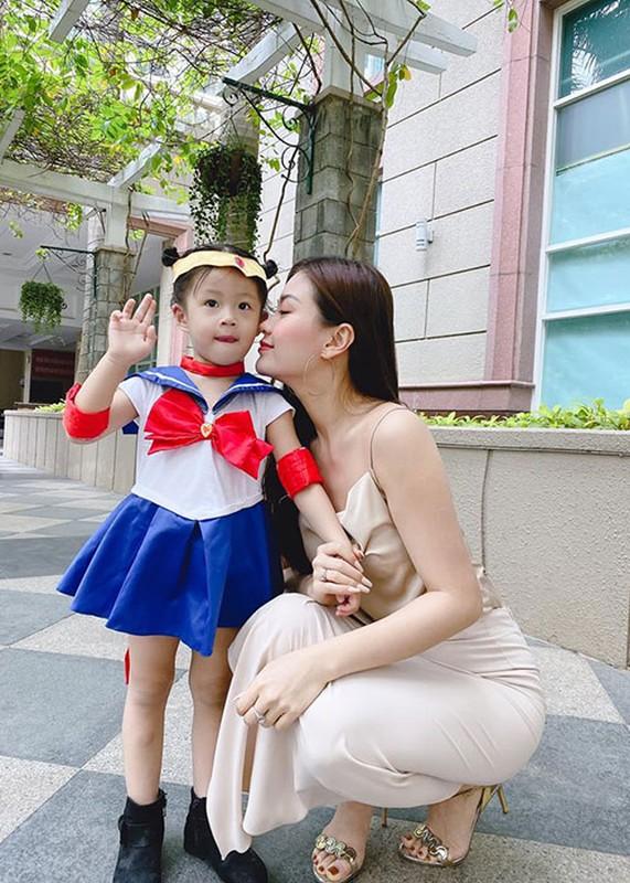 Soi hon nhan cua Diem Trang ben chong dai gia o lai Ba Lan vi Covid-19-Hinh-6