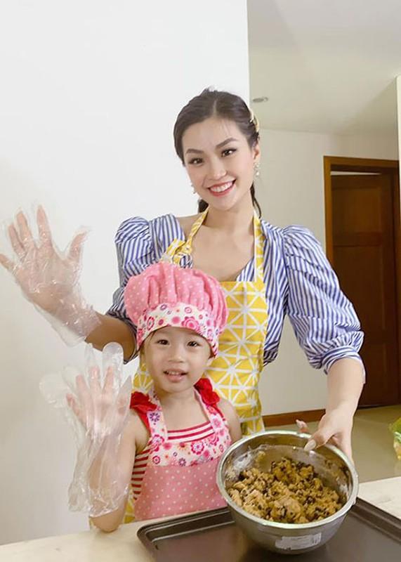 Soi hon nhan cua Diem Trang ben chong dai gia o lai Ba Lan vi Covid-19-Hinh-7