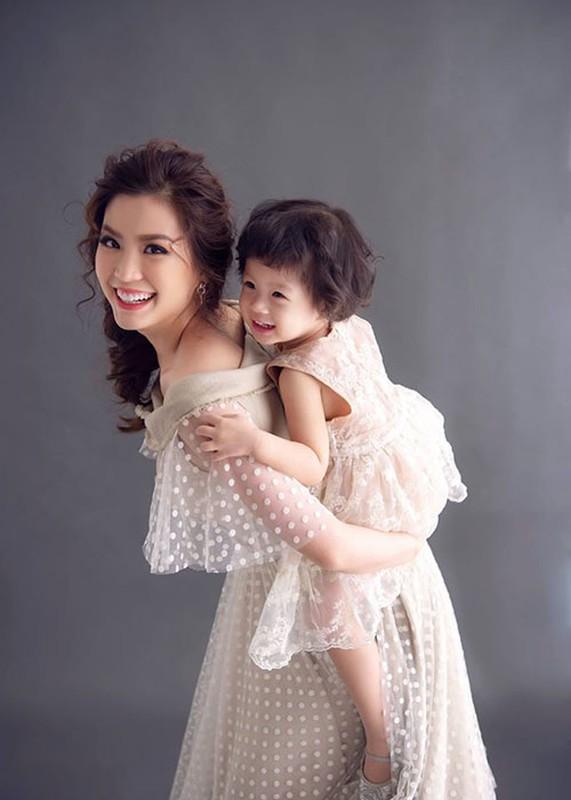 Soi hon nhan cua Diem Trang ben chong dai gia o lai Ba Lan vi Covid-19-Hinh-9