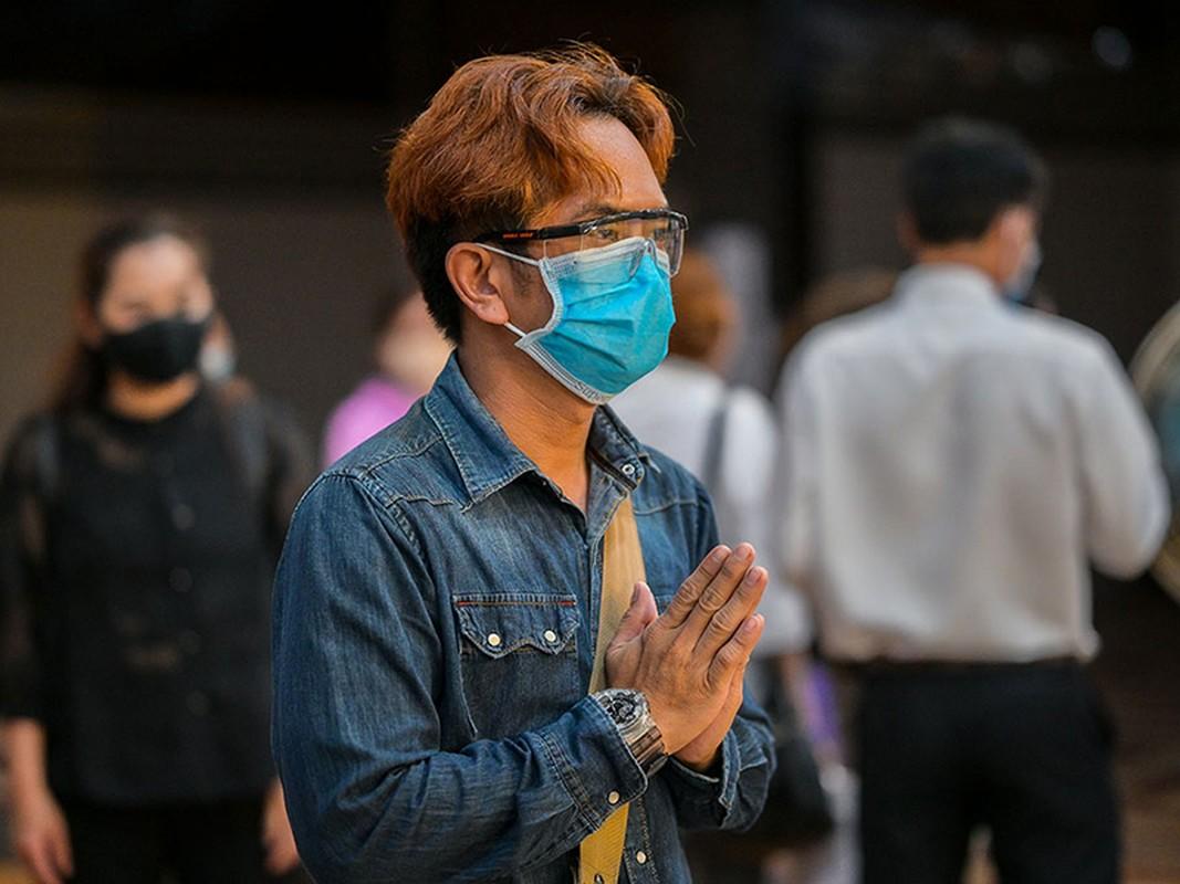 Roi nuoc mat con gai Mai Phuong hoi bao gio me ve trong tang le-Hinh-11
