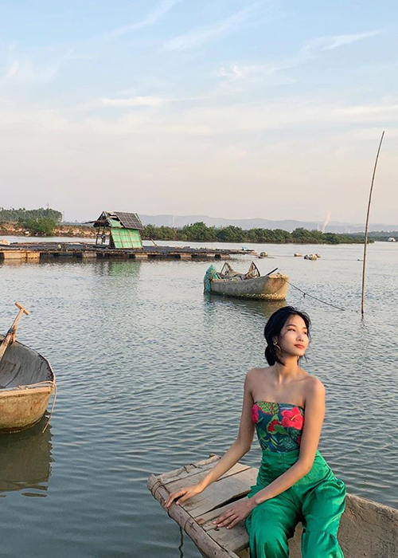 A hau Hoang Thuy len tieng khi bi nghi sua mui-Hinh-10
