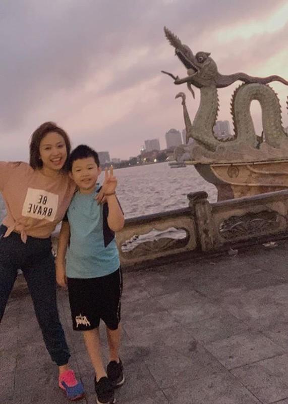 Ve dang yeu cua con trai MC Van Hugo ung ho me tai hon-Hinh-12