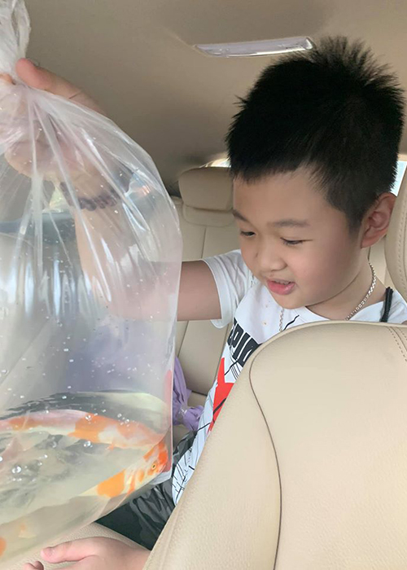 Ve dang yeu cua con trai MC Van Hugo ung ho me tai hon-Hinh-13