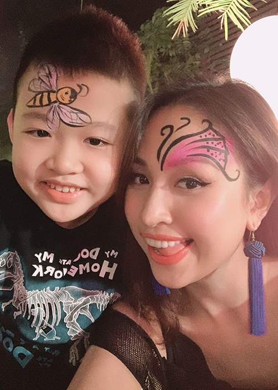 Ve dang yeu cua con trai MC Van Hugo ung ho me tai hon-Hinh-4