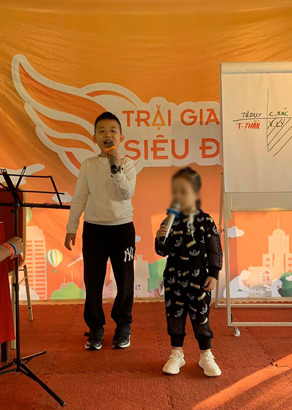Ve dang yeu cua con trai MC Van Hugo ung ho me tai hon-Hinh-5